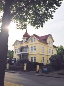 Villa Kakelbont, eh Küssini. Ons appartement is aan de achterkant.