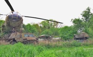 onverwachte ontmoeting met tanks, helikopter en vliegtuigen
